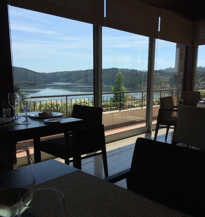 Vista do Restaurante do Montebelo Aguieira Lake Resort & Spa