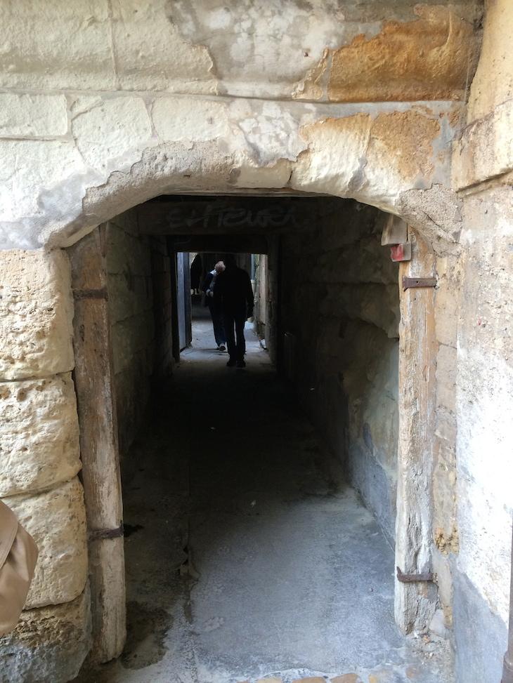Túnel por onde passavam os condenados para a execução, Tours