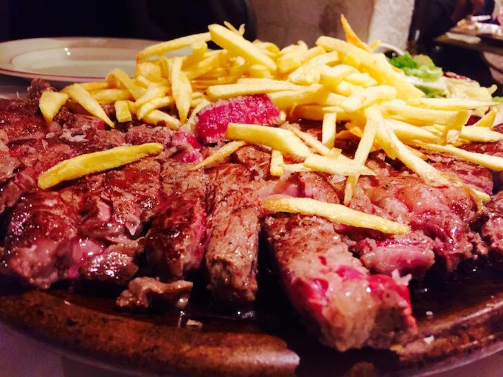 Costeletão de Charolês, no Restaurante Traça © Viaje Comigo
