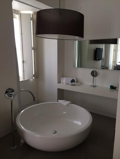Banheira de uma das suites do Inspira Santa Marta Hotel
