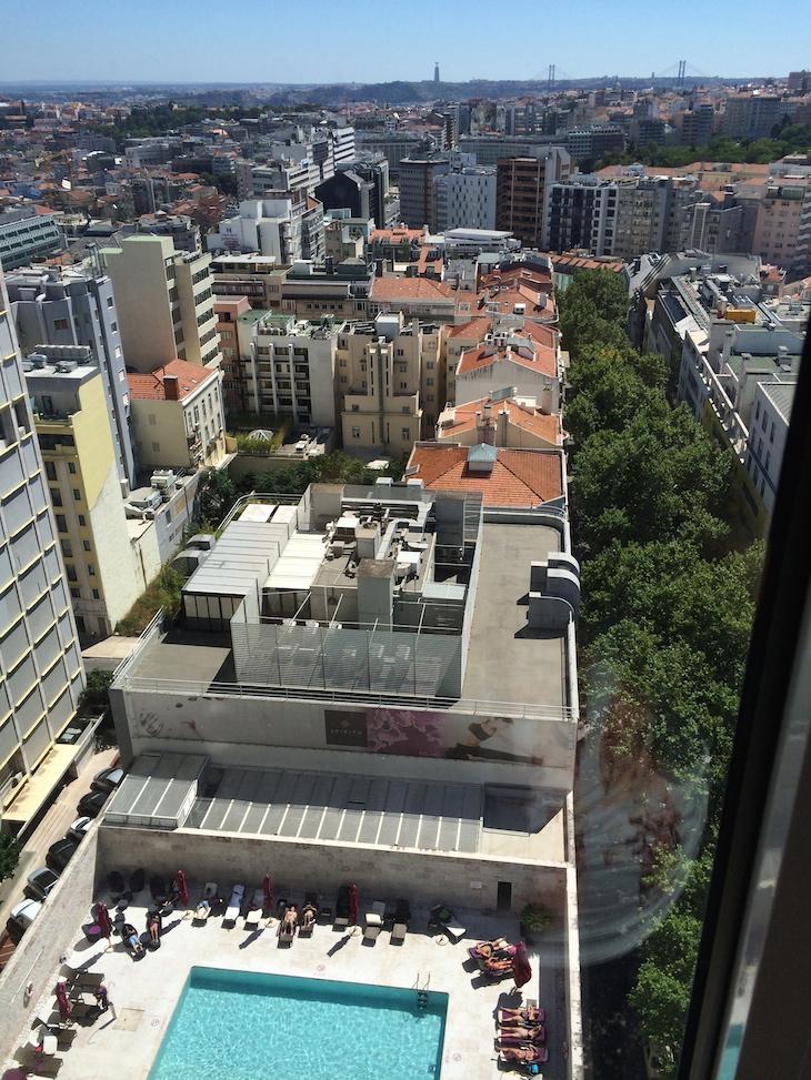 Piscina e vista do hotel Sheraton Lisboa
