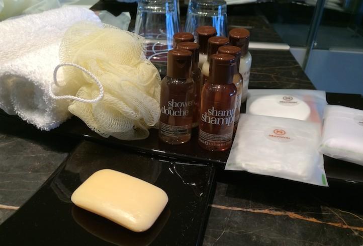 Produtos de higiene no quarto do hotel Sheraton Lisboa