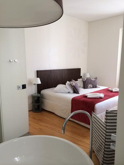 Uma das suites no Inspira Santa Marta Hotel