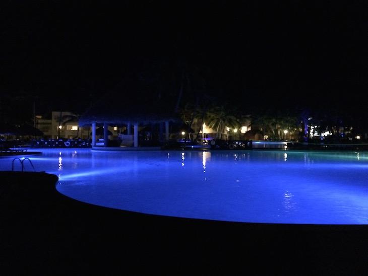 Piscina à noite - Be Live Canoa, Bayahibe, República Dominicana