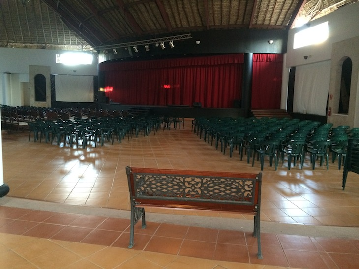 Sala de espetáculos do Be Live Canoa, Bayahibe, República Dominicana