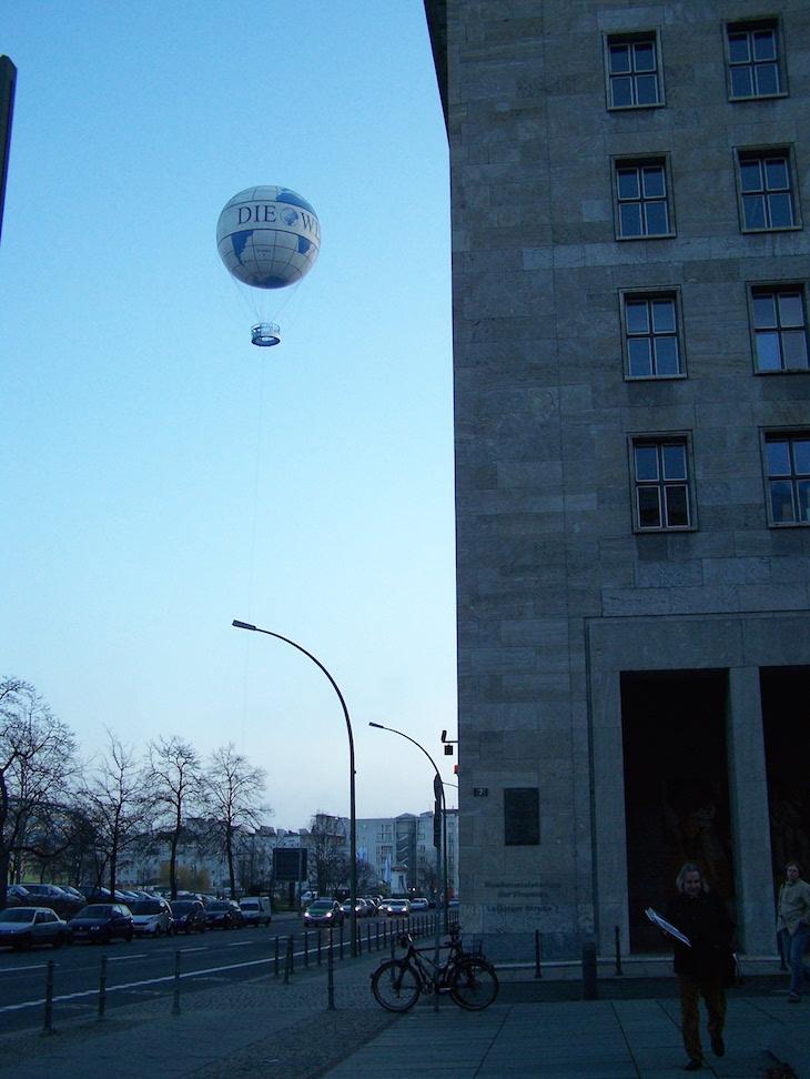 Balão no ar em Berlim © Viaje Comigo