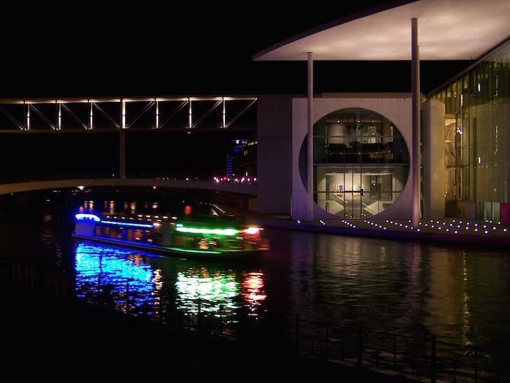Barco no rio Spree, Berlim © Viaje Comigo