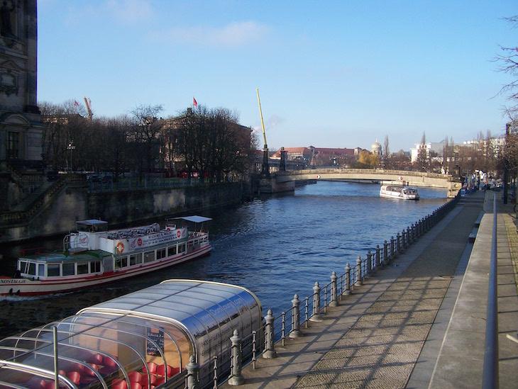 Barcos no rio, Berlim © Viaje Comigo