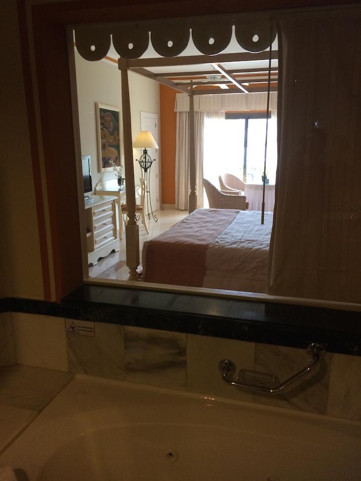Vista da casa de banho para o quarto no Hotel Bahia Principe Punta Cana