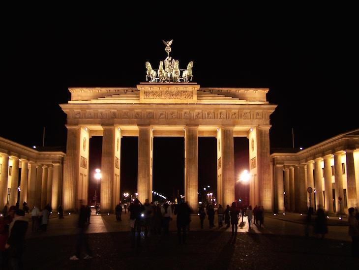 Porta Brandeburgo (à noite), Berlim © Viaje Comigo