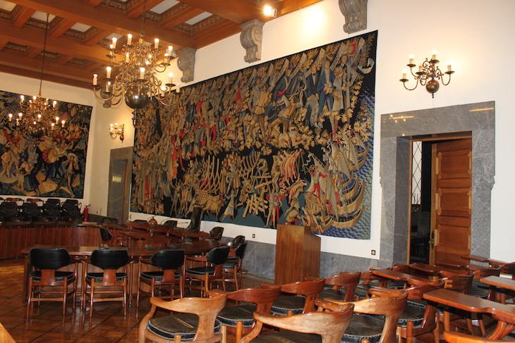 """Tapeçaria """"Hino em Louvor, Honra e Glória da Cidade do Porto"""""""