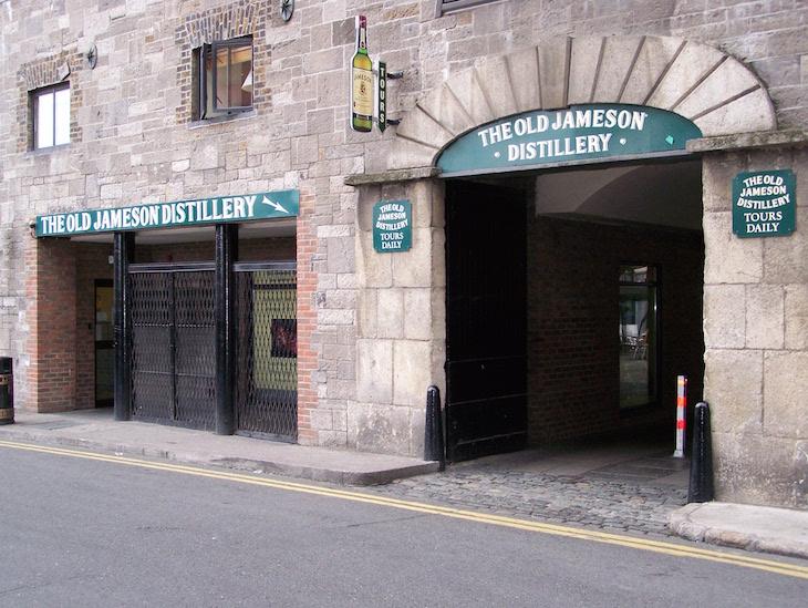Entrada da destilaria Jameson