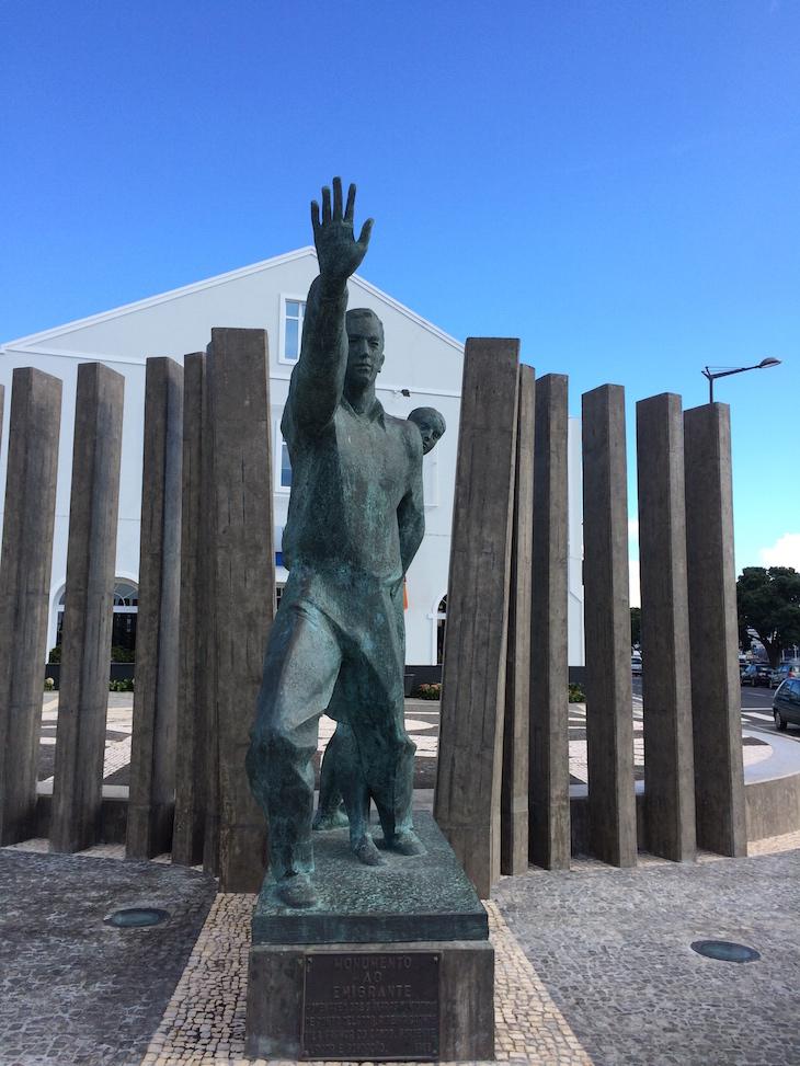 Monumento ao Emigrante em Ponta Delgada, São Miguel, Açores