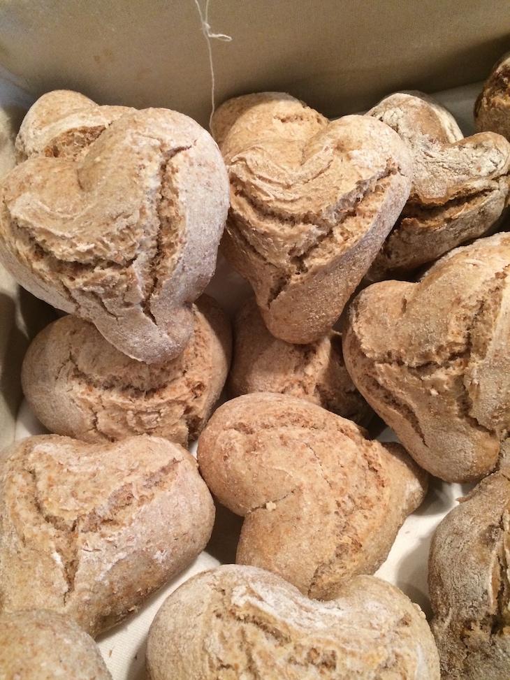 Pães em coração ao pequeno-almoço, Quinta das Lágrimas, Coimbra