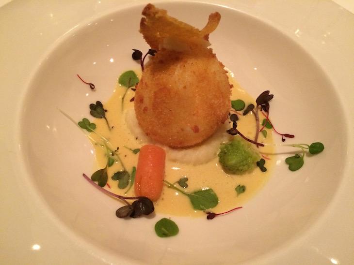 """Ovo de galinha """"mollet"""" com molho de açafrão - Restaurante Arcadas, Coimbra"""