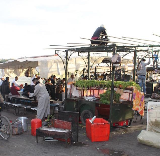Restaurantes a prepararem-se na praça