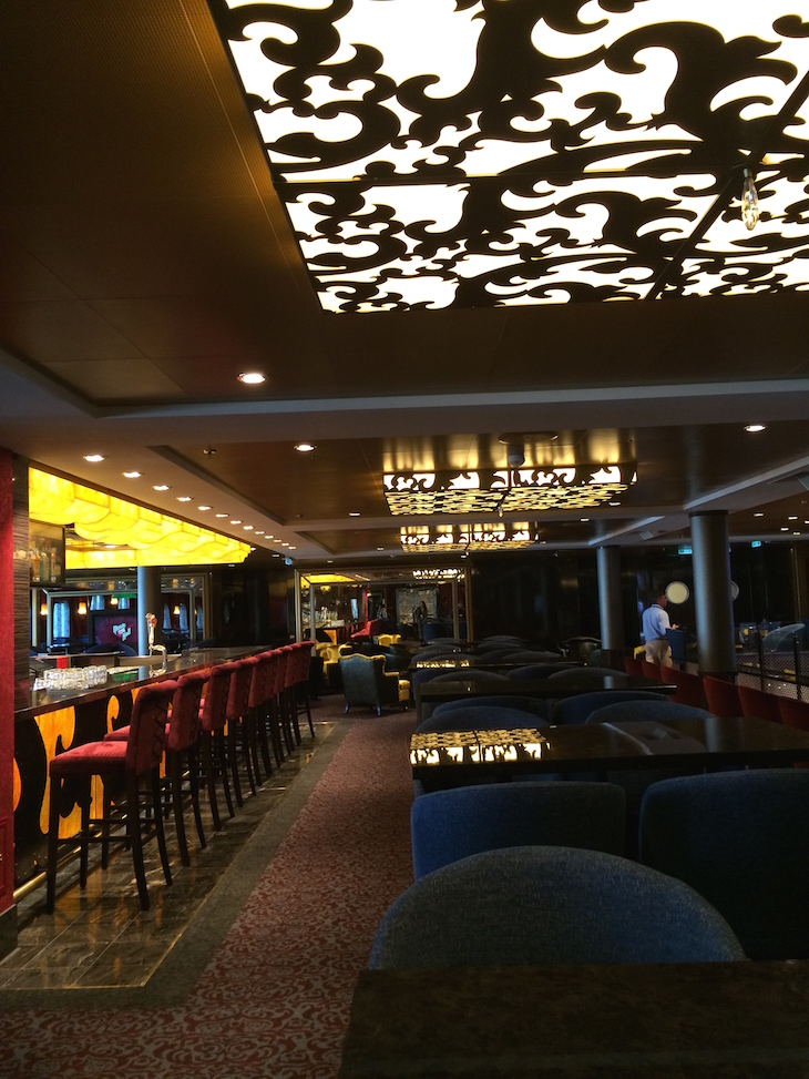 Bar no Anthem of the Seas ©Viaje Comigo