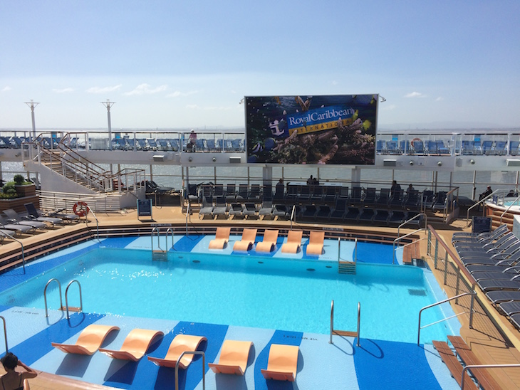 Cinema na piscina no Anthem of the Seas ©Viaje Comigo