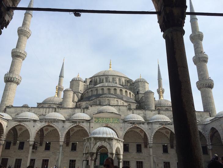 Pátio exterior - Mesquita Azul, Istambul, Turquia © Viaje Comigo
