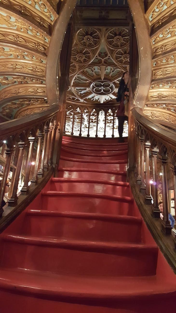 Pormenores da Escadaria Livraria Lello, Porto © Viaje Comigo