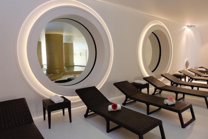 Piscina interior do Hotel Axis Vermar