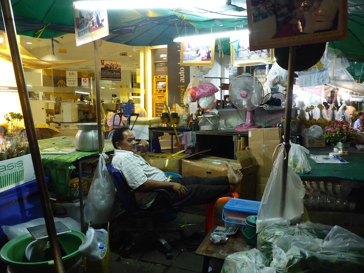 Ambiente do Mercado das Flores, Banguecoque © Viaje Comigo