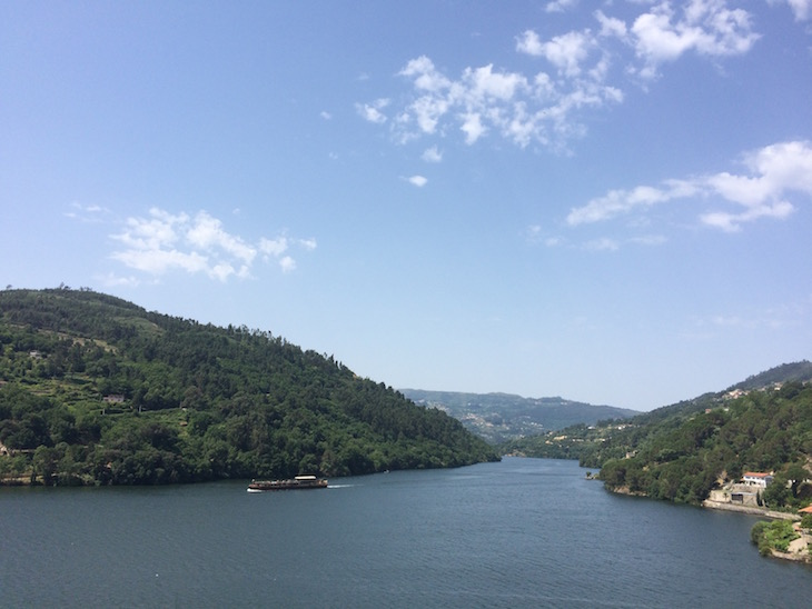 Barco no rio - Douro Royal Valley Hotel & Spa © Viaje Comigo