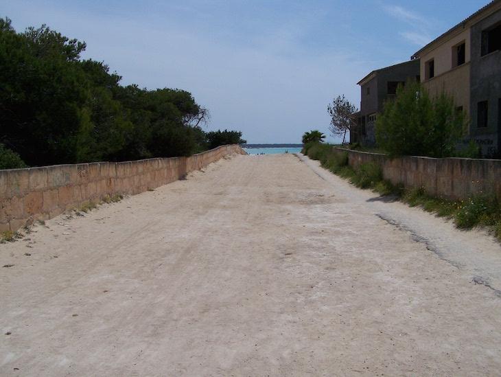 Caminho para a praia virgem