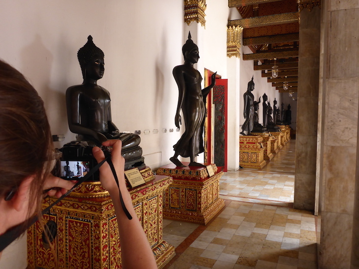 Estátuas em Wat Benchamabophit © Viaje Comigo