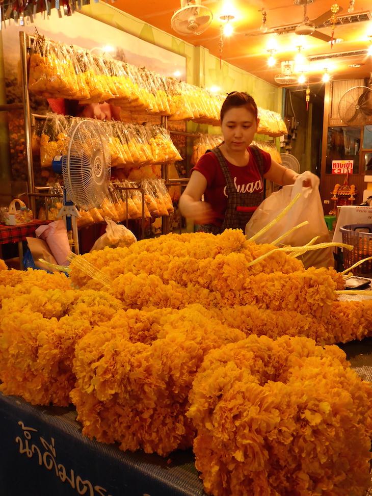 Flores para templos no Mercado das Flores, Banguecoque © Viaje Comigo