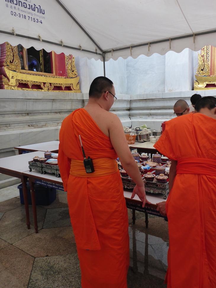 Monges no Wat Benchamabophit, Banguecoque, Tailândia  © Viaje Comigo