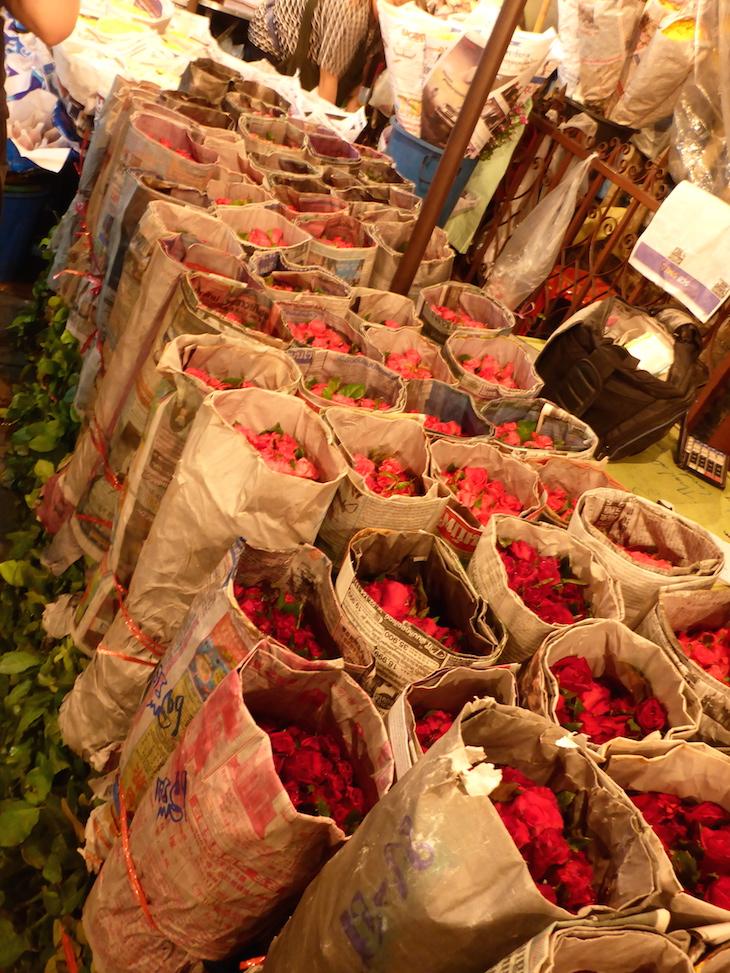 Rosas embrulhadas no Mercado das Flores, Banguecoque © Viaje Comigo