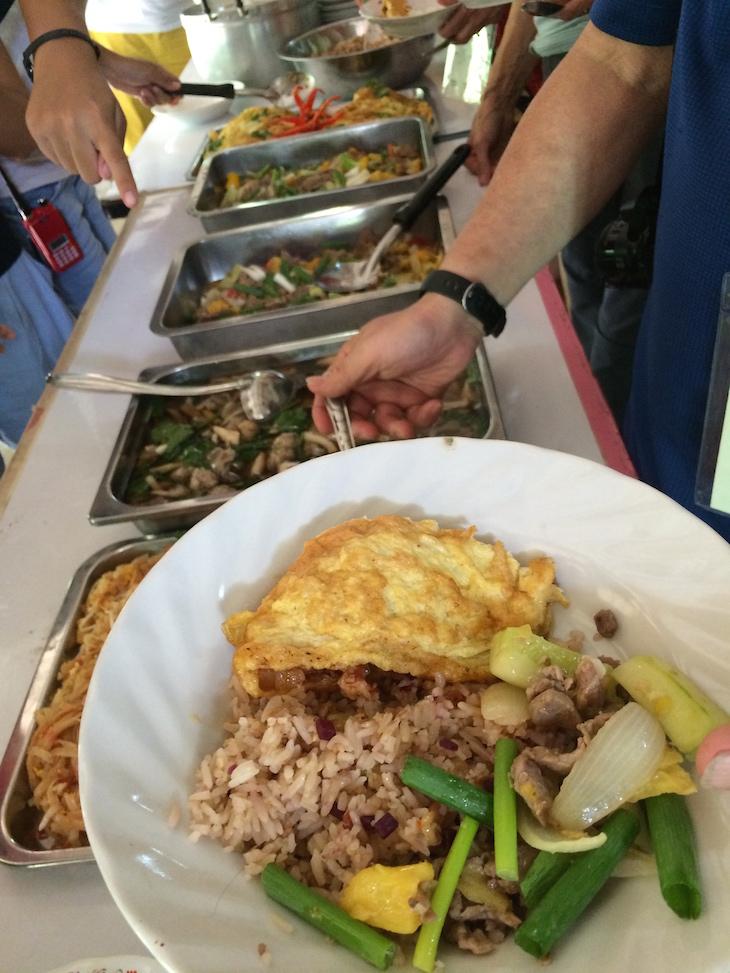 Comida no Ecoturismo de Huai Raeng, Trat, Tailândia © Viaje Comigo