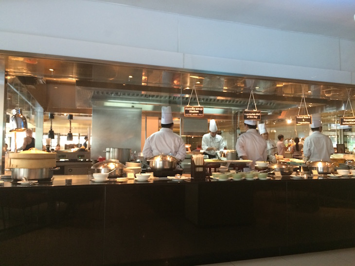 Cozinheiros no pequeno-almoço no Pathumwan Princess Hotel © Viaje Comigo