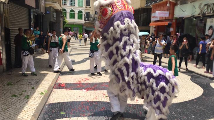 Dragão na rua, Macau © Viaje Comigo