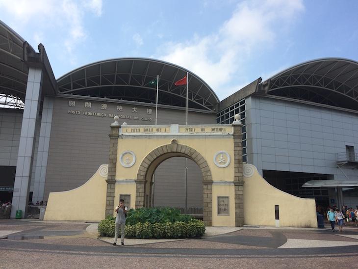 Porta do Cerco - Fronteira Macau - China © Viaje Comigo