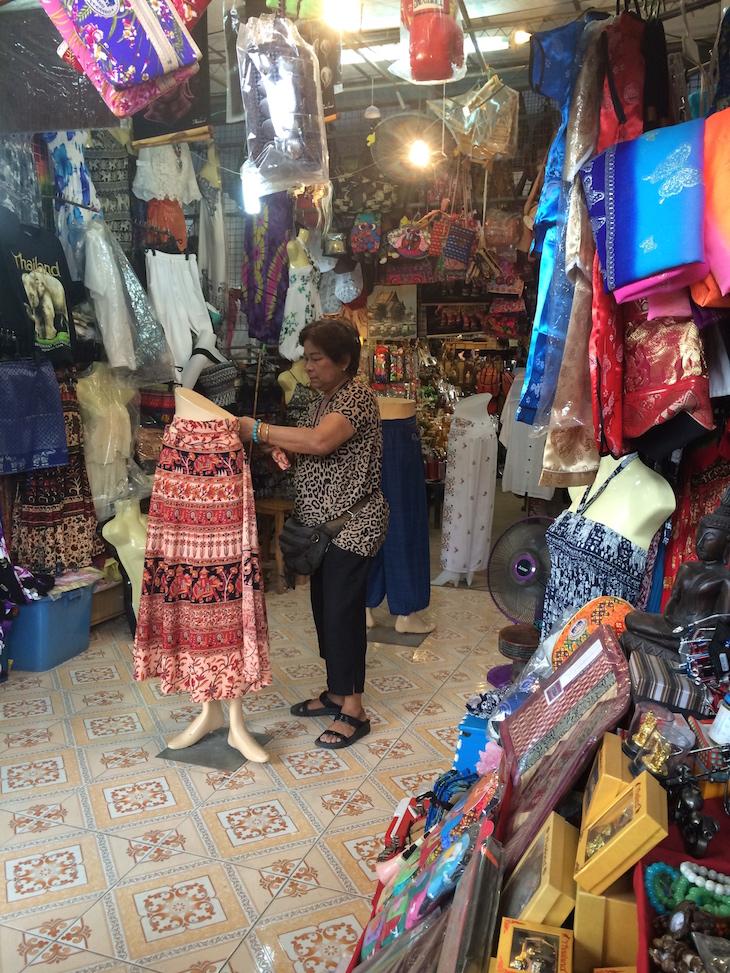 Lojas no Mercado flutuante de Damnoen Saduak © Viaje Comigo