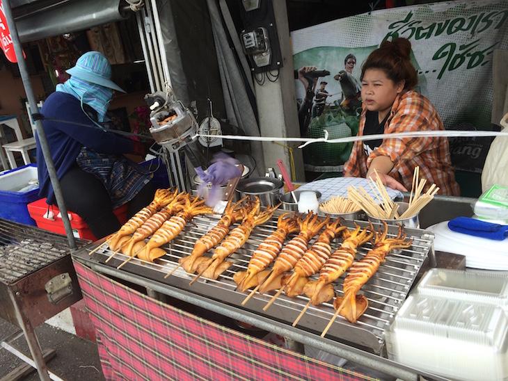 Lulas gigantes no Mercado flutuante de Damnoen Saduak © Viaje Comigo