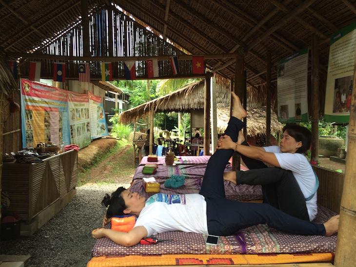 Massagem no Ecomuseu de Chang Tune Trat Tailândia © Viaje Comigo