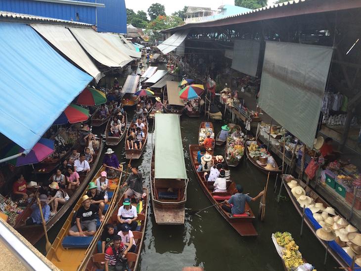 Trânsito no Mercado flutuante de Damnoen Saduak © Viaje Comigo