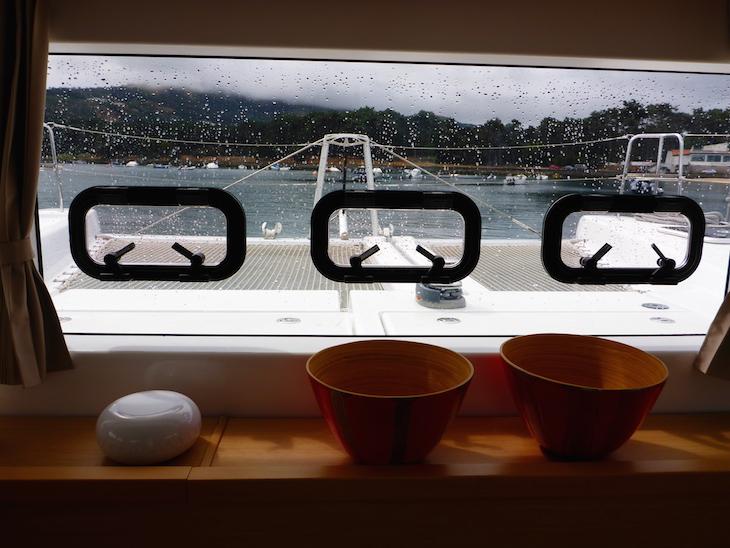 Dentro do Catamarã da Feeldouro © Viaje Comigo