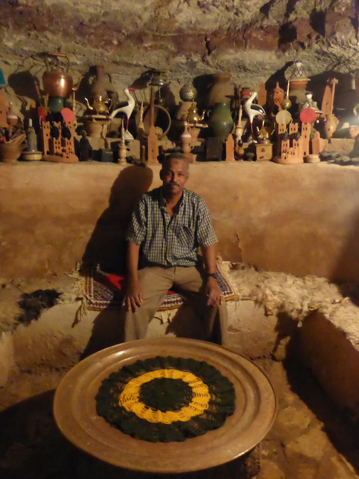 Hamid na sua sala em Ait-Ben-Haddou © Viaje Comigo