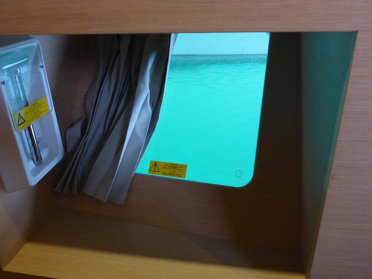 Janela no catamarã para a água © Viaje Comigo