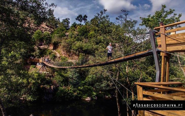 Ponte Suspensa dos Passadiços do Paiva - liga a margem da freguesia de Canelas à freguesia de Alvarenga © Direitos Reservados
