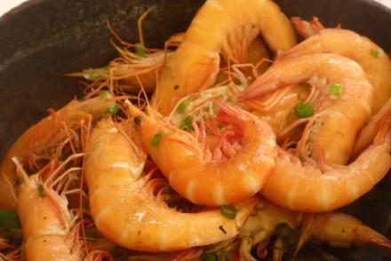 Camarões depois de cozinhados no Restaurante Nga Tim Café, Macau © Viaje Comigo