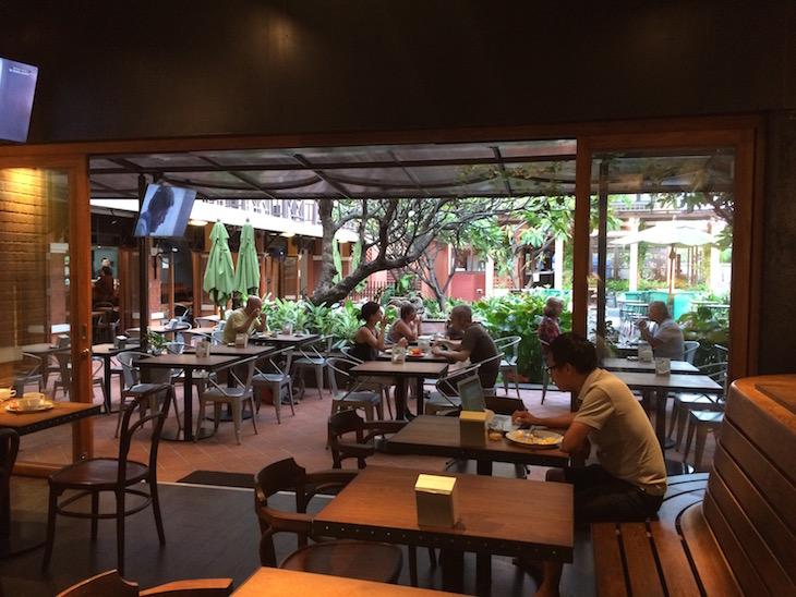 Sala do Pequeno-almoço no Rambuttri Village Plaza, Banguecoque © Viaje Comigo