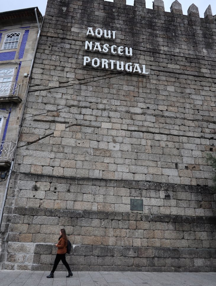 Aqui Nasceu Portugal em Guimarães - Portugal© Viaje Comigo