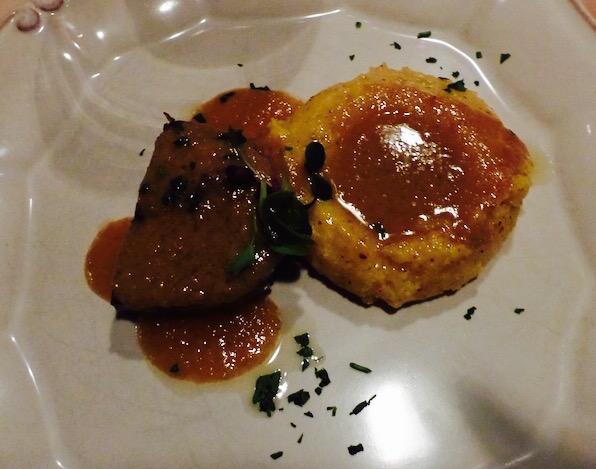 Manzo all'olio com polenta Bergamasca no Restaurante Barreto © Viaje Comigo