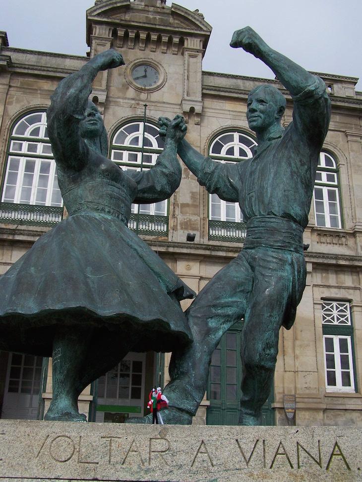 Estátua da estação de Viana do Castelo © Viaje Comigo