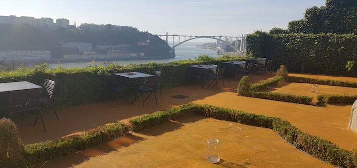 Jardin e esplanada Restaurante Antiqvvm, Porto © Viaje Comigo